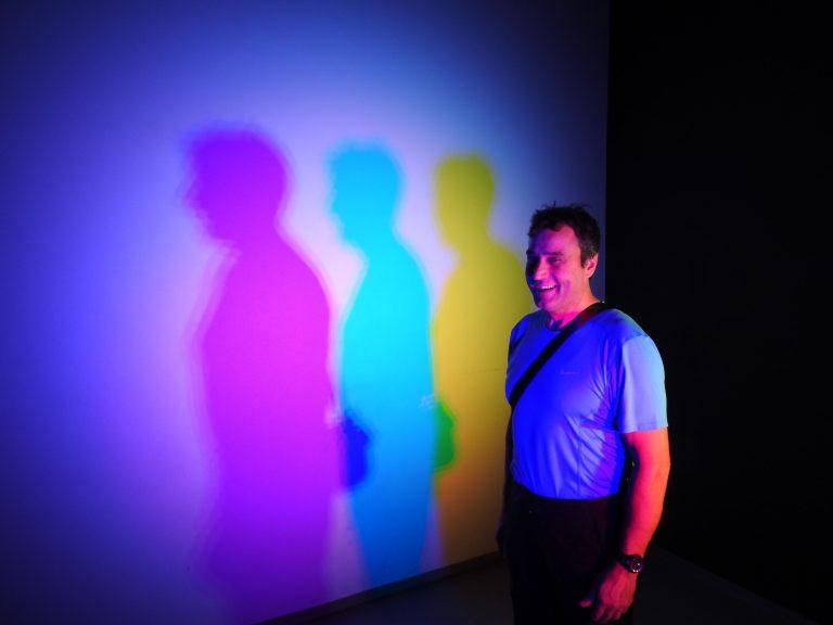 Gioco di luci nel museo dell'Illusionismo